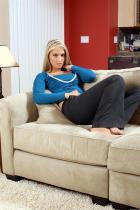 17791_kirsten_couch_001_207.jpg