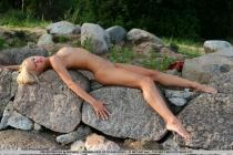 rubia-desnuda-ks10.jpg